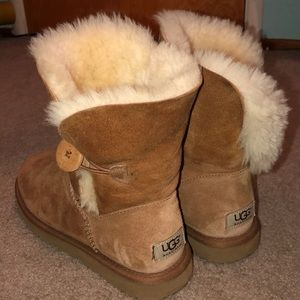 Bailey Button Chestnut UGGs